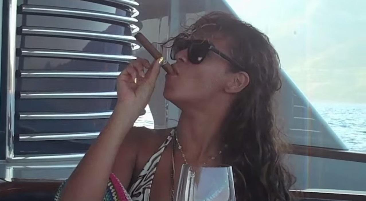 Celebrity Cigar Beyonce