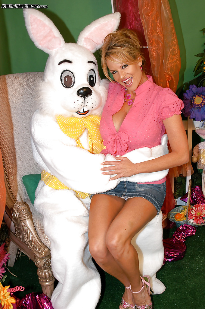 Easter Bunny – 100 S...