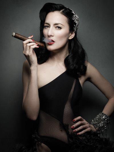 cigar smoking cigars ladies cucu smoke pretty tricks females seliger mark diamantes friends teacher lady cigarmonkeys allmusic portrait credit