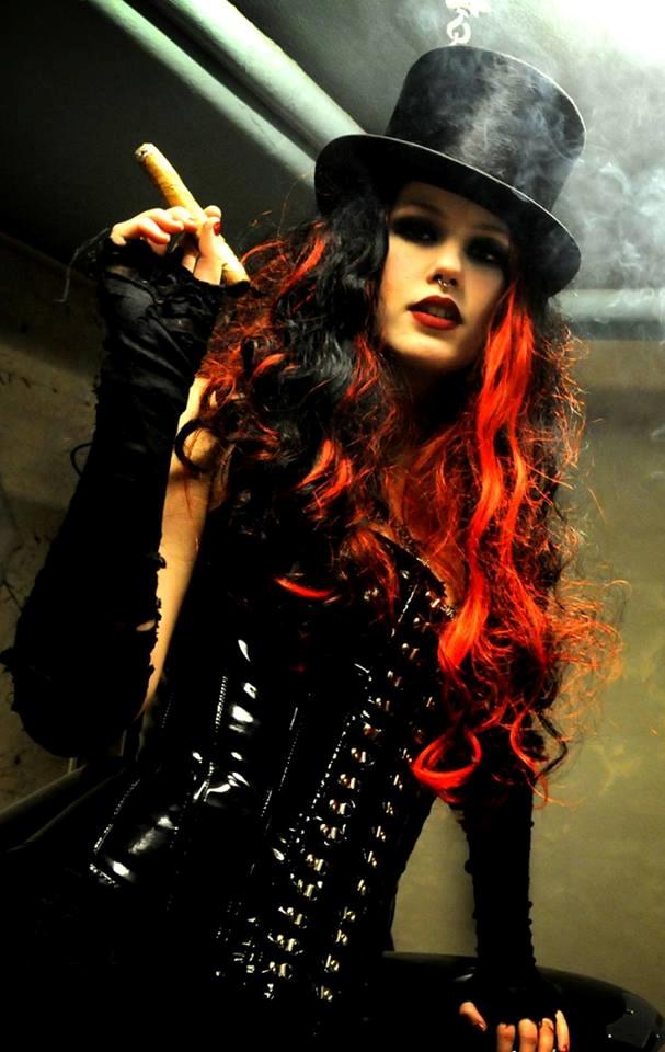 TOP Latex Cigar Woman