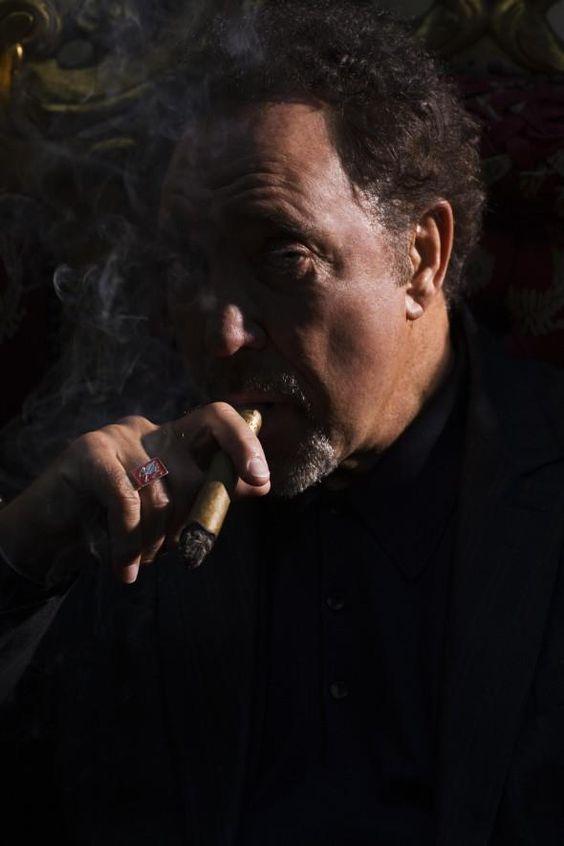 tom jones cigar smoke celeb