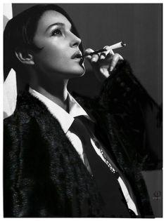 smoking celeb lady