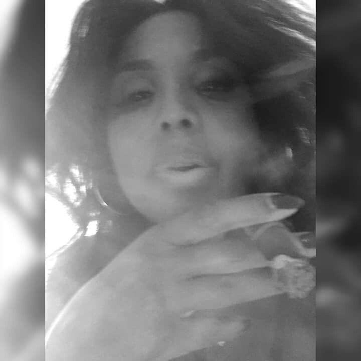 celeb toni braxton cigar smoking