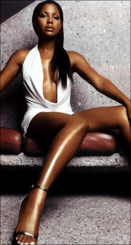 40 Sexy photoes of Toni Braxton Cigar Soking Celeb
