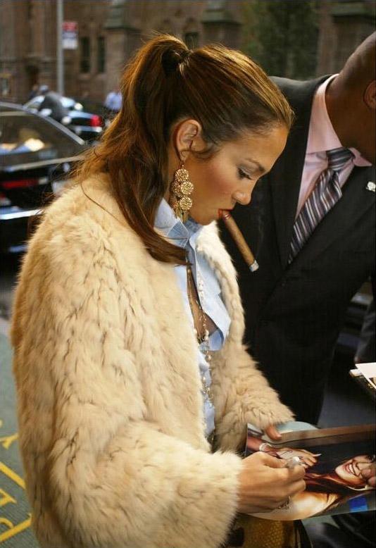 female celebrities who smoke cigars