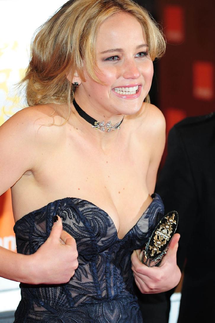 40 HOT Smoking Pics Jennifer Lawrence – The CigarMonkeys