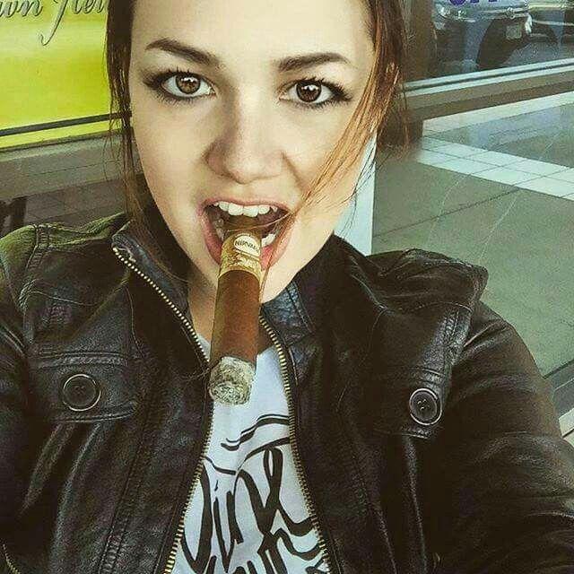 http://cigarmonkeys.com/wp-content/uploads/2018/05/Top-100-HOT-Cigar-Ladys-Selfie-23.jpg