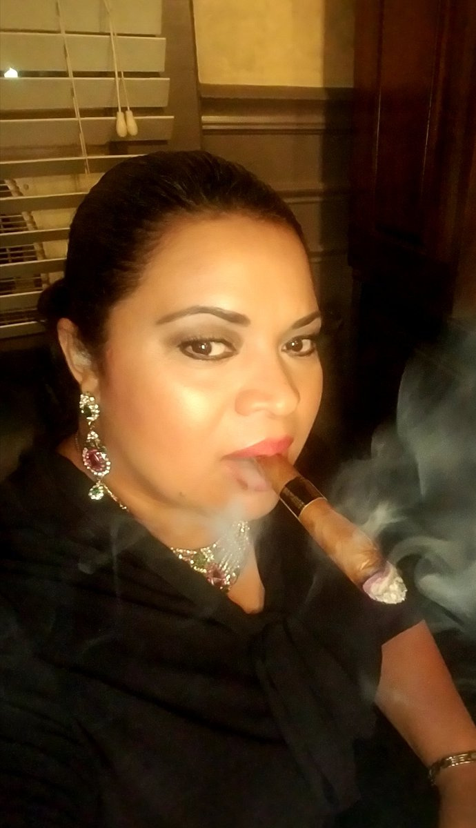 http://cigarmonkeys.com/wp-content/uploads/2018/05/Top-100-HOT-Cigar-Ladys-Selfie-87.jpg
