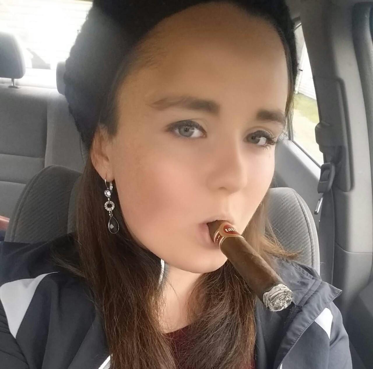 Amatuer Ladies Happy Cigar Smoking 100 Hot Pics Cigar Monkeys