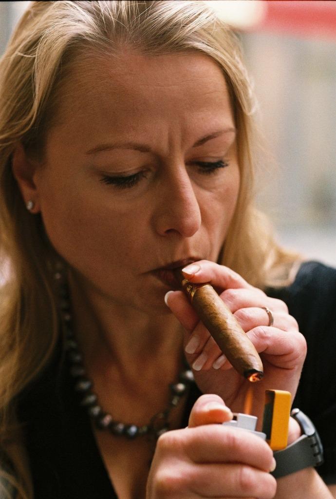 cigar connoisseur milf