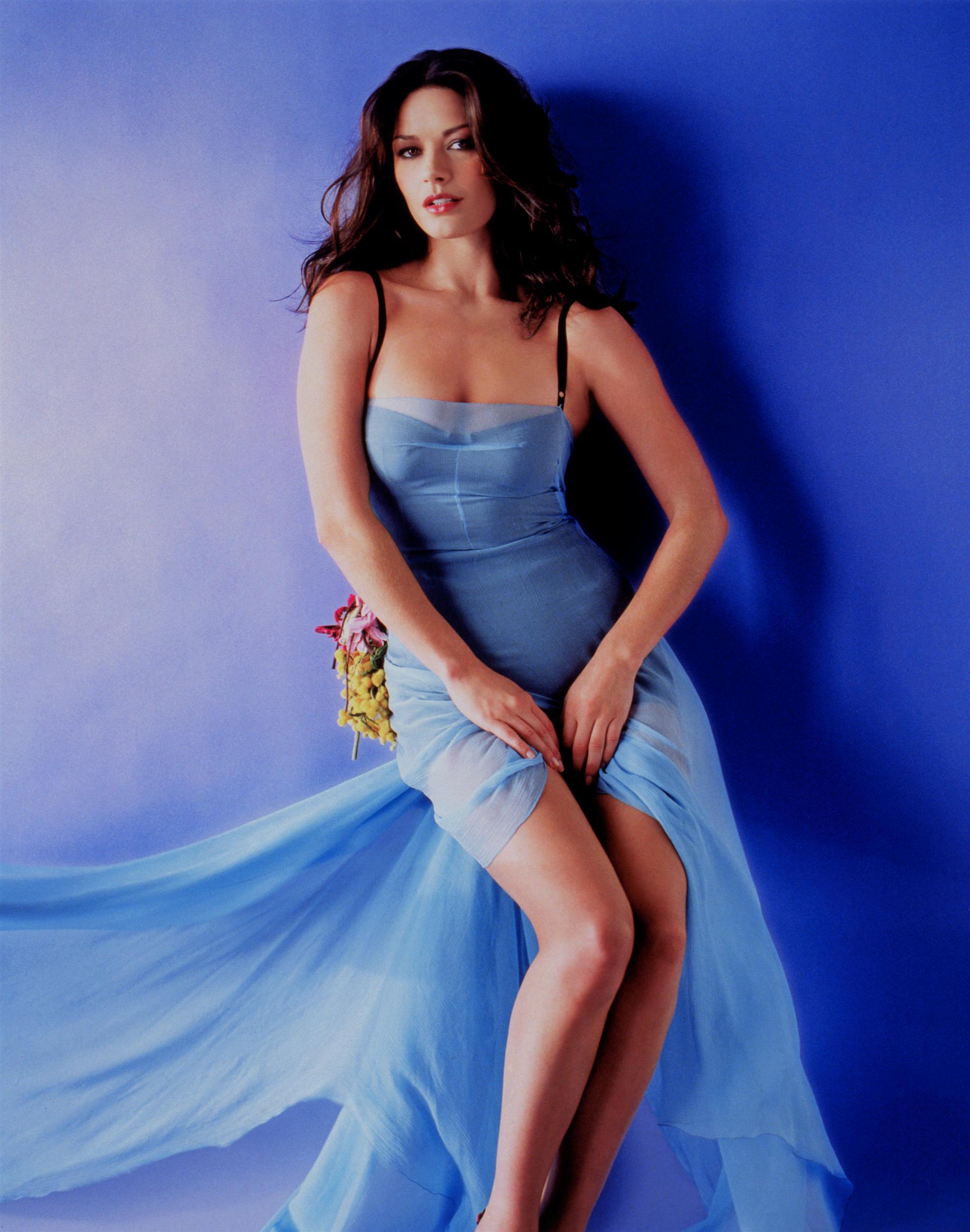 Catherine Zeta Jones | Smoking - 200 Hot Nude Sexy No