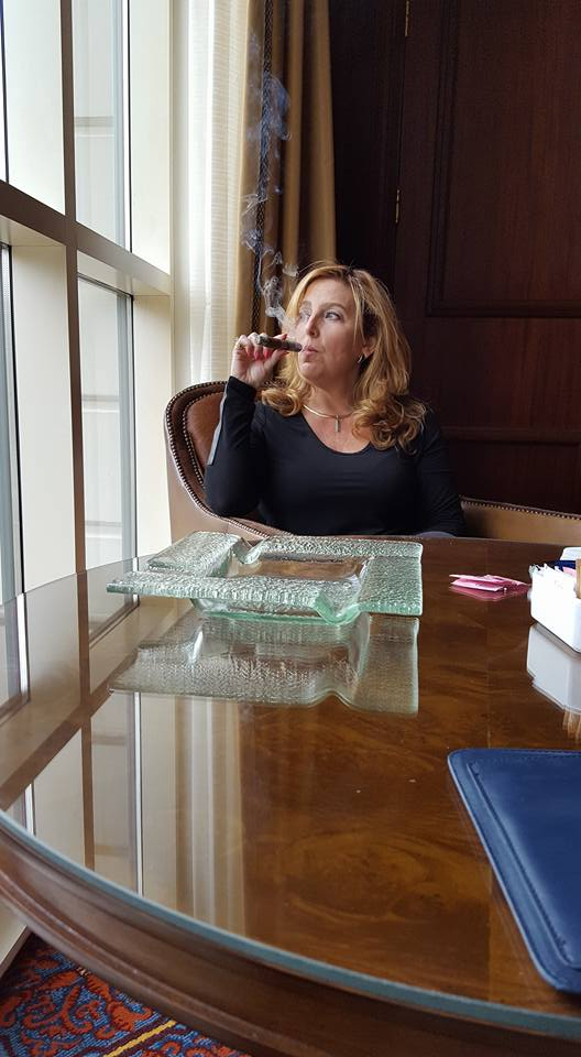 Cigar Milf – Ramona Brown – Cigar Lady – Cigar Monkeys