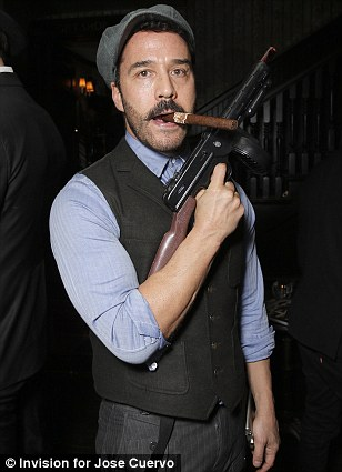 Famous Cigar Smokers - Jeremy Piven - Cigarmonkeys.com
