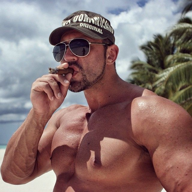 Im strong - Im smoking cigar - cigarmonkeys.com - body building