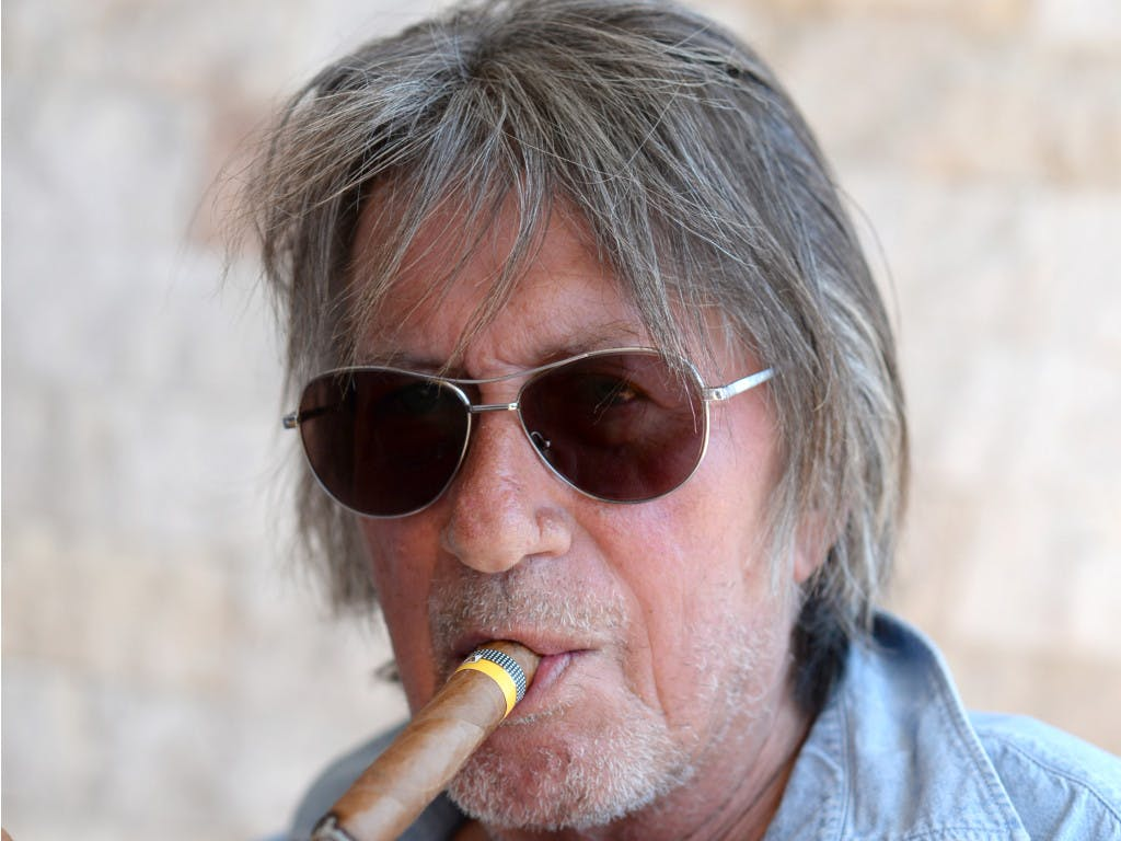 jacques-dutronc-french-singer-and-actor-cigarmonkeys.com-cigarette-cigar-famous-smokers