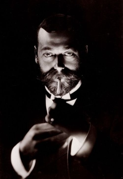 king george V. cigar smoking -cigarmonkeys.com - cigar life style
