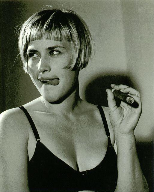 patricia arquette smoking cigar cigarette celebrity smokers cigarmonkeys (1)