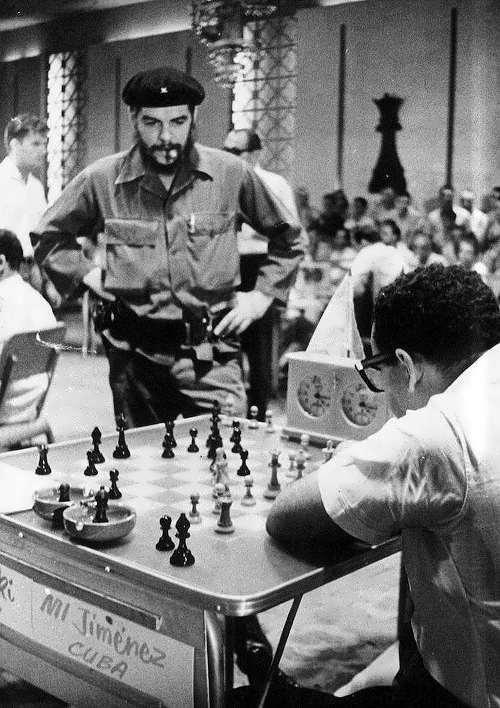 Cuba and Chess – Che Guevara playing chess – 9 photos